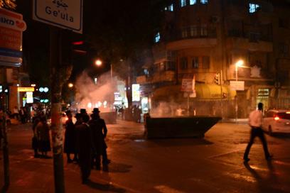 """המשטרה: המתפרעים ברחו כשהגענו (צילום: אהרון והב - סוכנות הידיעות """"חדשות 24"""")"""