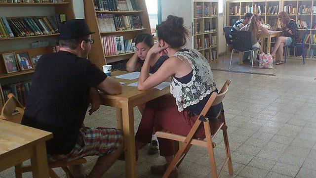 גם הם לומדים תורה (צילום: עדי אבישי) (צילום: עדי אבישי)