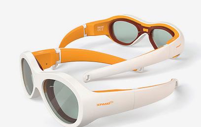מבחינת הילד הוא בעצם מרכיב משקפי ראייה רגילים ()