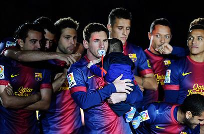 ברצלונה חוגגת אליפות בסיום העונה שעברה (צילום: Gettyimages)