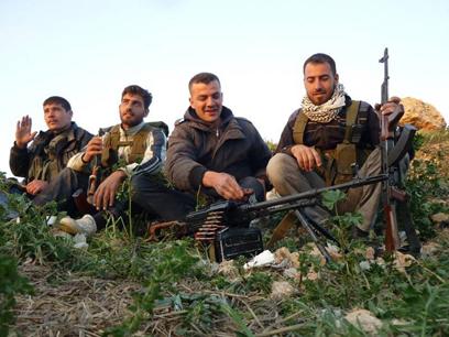 """""""אם כל המערכות"""". מורדים סורים באל-קוסייר (צילום: AP) (צילום: AP)"""