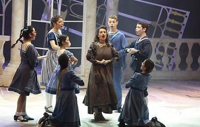 בוקשטיין ומקהלת הילדים. נאיביות, רוח שטות וקסם אינסופי (צילום: אליצור ראובני) (צילום: אליצור ראובני)