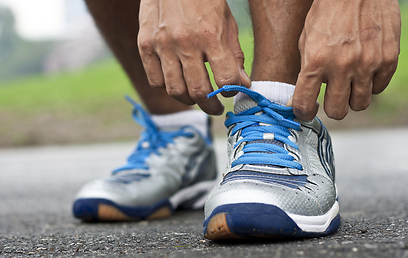 חשוב לבחור בנעלי ריצה טובות ונוחות (צילום: shutterstock) (צילום: shutterstock)