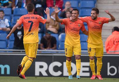 סאנצ'ס ו-וייה לוהטים בדרבי של ברצלונה (צילום: AP) (צילום: AP)
