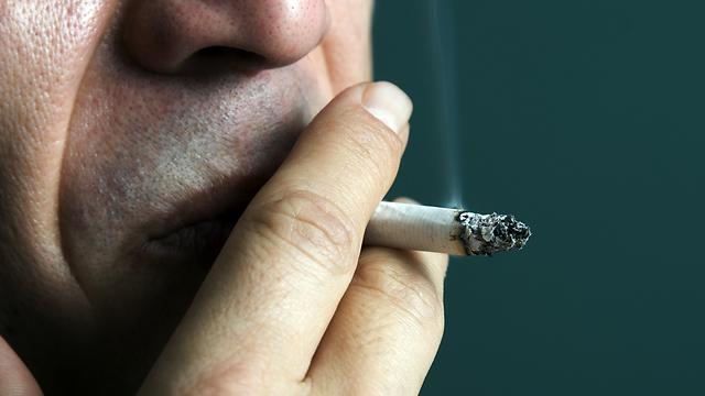 עישון. אחד מגורמי הסיכון לסרטן בלשון (צילום: shutterstock) (צילום: shutterstock)