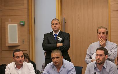 מורים שהגיעו לישיבת ועדת החינוך (צילום: אוהד צויגנברג) (צילום: אוהד צויגנברג)
