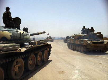 צבא סוריה מתקרב לעבר העיר (צילום: AFP) (צילום: AFP)