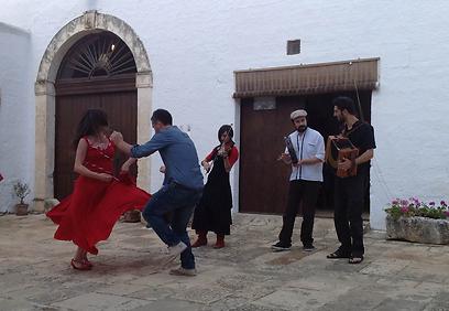 ריקודי עם בפוליה (צילום:  אליאור לוי) (צילום:  אליאור לוי)