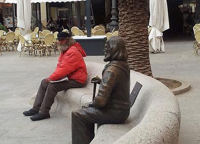 אפשר לבקר בבית שלו. פסל של ג'וזפה גריבלדי בסרדיניה (צילום:  רועי קייס) (צילום:  רועי קייס)