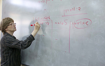 המורה דבוייר'ה בפעולה. גידול במספר הנבחנים בבגרות ביידיש (צילום: אוהד צויגנברג) (צילום: אוהד צויגנברג)