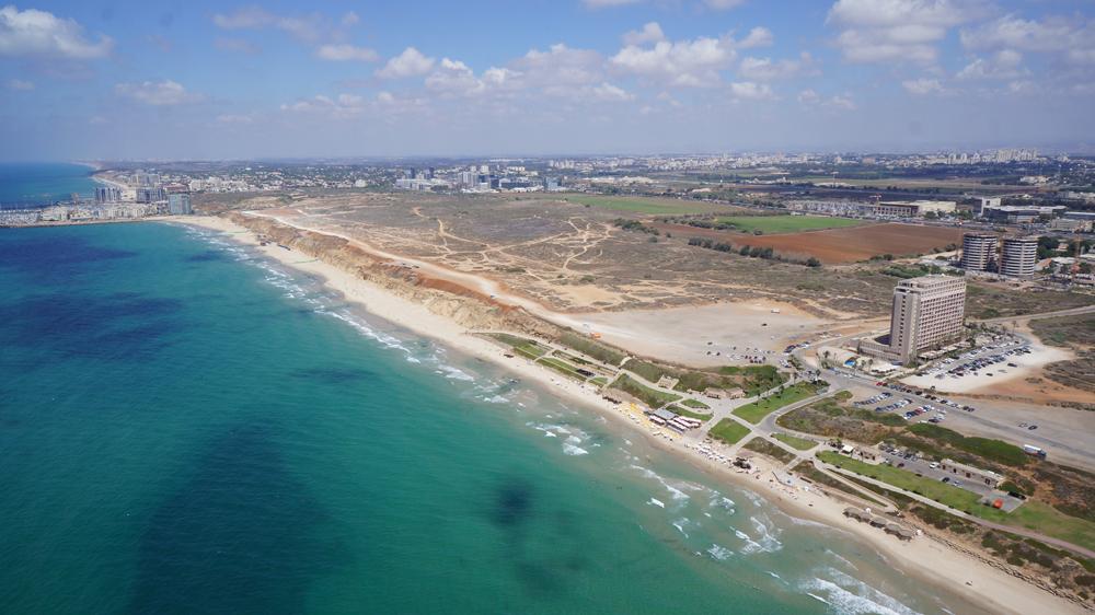 חוף התכלת בהרצליה - צילום מעין הציפור (צילום: אייזנברג גרופ) (צילום: אייזנברג גרופ)