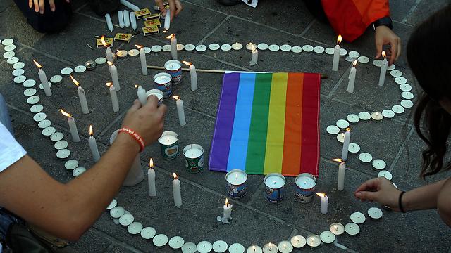 מדליקים נרות לזכר נרצחי הברנוער (צילום: חיים צח) (צילום: חיים צח)