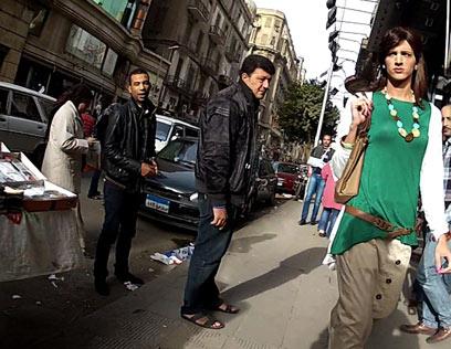 """חמד מוטרד בקהיר. """"כגבר אני חופשי, אישה צריכה לחשוב על איך שהיא נושמת"""" (צילום: AP) (צילום: AP)"""