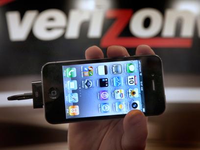 האייפון השמיד את נגני ה-MP3, שהשמידו את הדיסקים, שהשמידו את הקלטות, שהשמידו את התקליטים  (צילום: AP) (צילום: AP)
