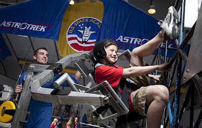 להרגיש בחללית. מתוך תערוכת החלל (באדיבות  U.S. Space & Rocket Center)