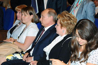 שמר על משפחתו מחוץ לאור הזרקורים. ולדימיר ולודמילה פוטין (צילום: רויטרס) (צילום: רויטרס)