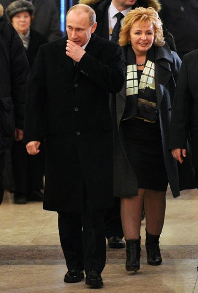 4 במרס 2012 ביציאה מתחנת הצבעה במוסקבה (צילום: AFP) (צילום: AFP)