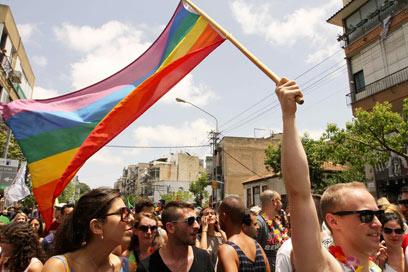 מצעד הגאווה בתל-אביב. הכי ליברלים אצלנו: בני 30-49 (צילום: עידו ארז) (צילום: עידו ארז)