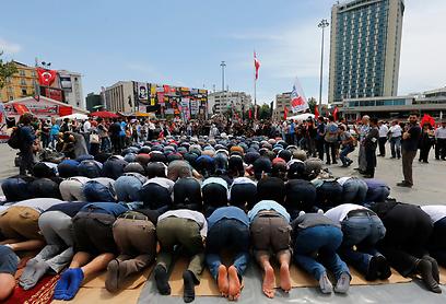 Praying near Taksim Square (Photo: Reuters)