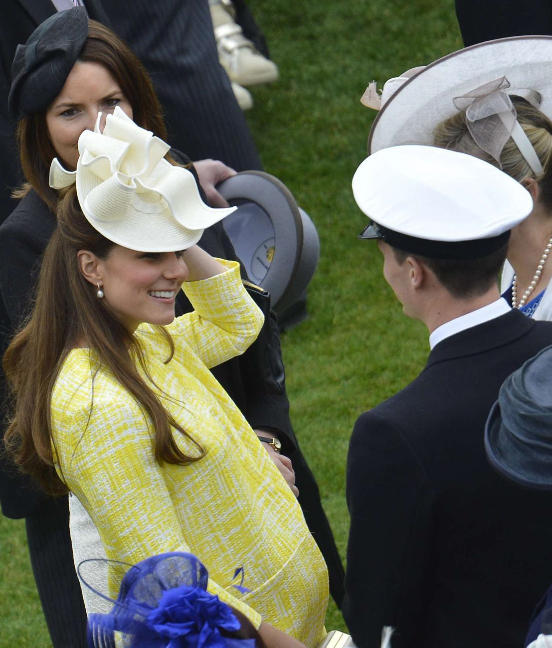 האם המלכותית לעתיד - קייט מידלטון (צילום: AP)