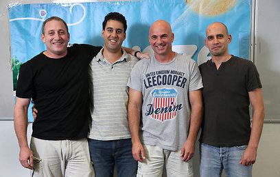 """מימין: מייסדי Waze שמוליק קרת, אמיר שנער ואהוד שבתאי, והמנכ""""ל נועם ברדין (צילום: צביקה טישלר)"""