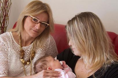 """ר' ובתה התינוקת עם עו""""ד רוזנבלום (צילום: לי רוזנבלום) (צילום: לי רוזנבלום)"""
