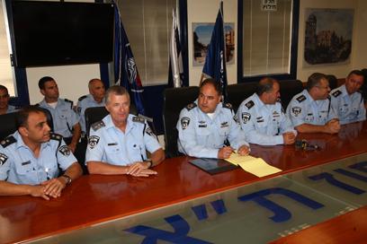 תדרוך המשטרה, היום בתל אביב (צילום: מוטי קמחי) (צילום: מוטי קמחי)