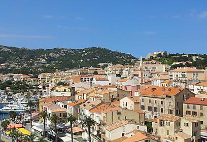 שווה את המאמץ הרגלי. מבט על קאלווי ממרום העיר העתיקה (צילום: זיו ריינשטיין) (צילום: זיו ריינשטיין)