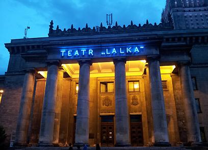 יש גם קולטורה. התיאטרון במרכז פקין בוורשה (צילום: נעם גיל) (צילום: נעם גיל)