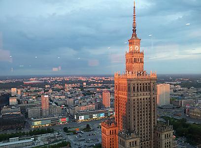 עיר תוססת למרות העבר. קו הרקיע של ורשה (צילום: נעם גיל) (צילום: נעם גיל)