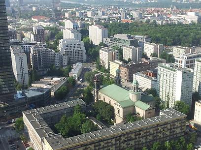 עומדת במקום טוב באמצע. מבט עילי על ורשה (צילום: נעם גיל) (צילום: נעם גיל)