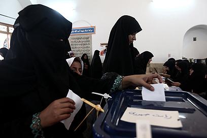 """""""כוחו של הקלפי מוגבל"""", כתבה בלוגרית איראנית (צילום: MCT) (צילום: MCT)"""