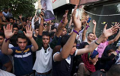 תומכי רוחאני באיראן, היום (צילום: AP) (צילום: AP)