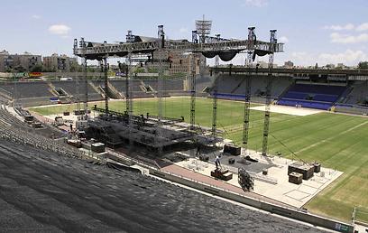באיצטדיון בלומפילד מתכוננים להגעתה (צילום: עידו ארז) (צילום: עידו ארז)