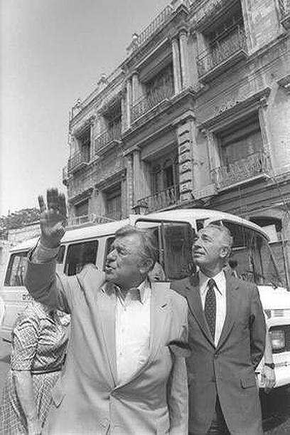 """סיור בירושלים ב-85'. עם ראש העיר טדי קולק (צילום: לע""""מ) (צילום: לע"""