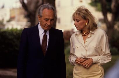 בראיון לברברה וולטרס, 1990 (צילום: מיכאל קרמר) (צילום: מיכאל קרמר)