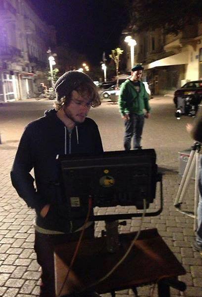 """וניה היימן בזמן הצילומים. """"זהו ללא ספק הסרטון שלקח לי הכי הרבה זמן לצלם"""" (צילום: דניאל וינר)"""