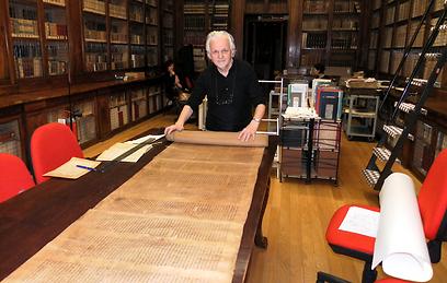 36 מטרים. פרופ' פראני וספר התורה העתיק בעולם ( ) ( )