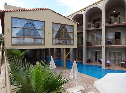 מלון גולדן סנד  (צילום: קרדיט אברהים גירייס) (צילום: קרדיט אברהים גירייס)