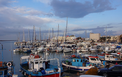 מסירות דיג ועד יאכטות. הנמל של הרקליון  (צילום: קרדיט אברהים גירייס) (צילום: קרדיט אברהים גירייס)