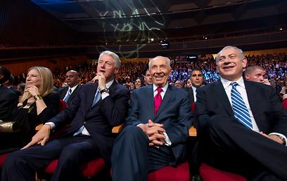 נתניהו, פרס, קלינטון וסטרייסנד. ארבעת המופלאים (צילום: EPA) (צילום: EPA)