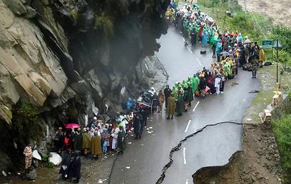 כביש הרוס בעקבות המונסון במדינת המחוז אוטראקהאנד  (צילום: AFP) (צילום: AFP)