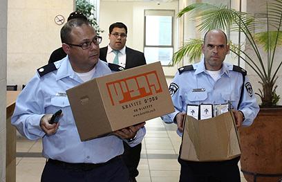 פשטו על משרדי הרב הראשי (צילום: אבי מועלם)