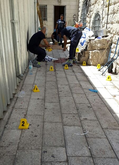 התרמילים במקום שבו נורה הגבר (צילום: איציק בן שושן) (צילום: איציק בן שושן)