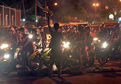 באינדונזיה ממשיכות הפגנות המחאה נגד החלטת הממשלה להעלות את מחירי הדלק (צילום: AFP) (צילום: AFP)
