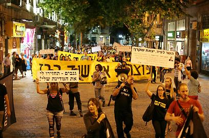 """""""גנבים, תחזירו לי את המדינה"""", הערב בירושלים (צילום: גיל יוחנן) (צילום: גיל יוחנן)"""