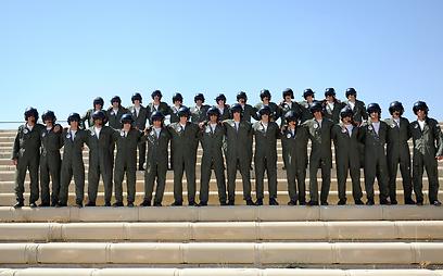 """בוגרי הקורס ה-166 במספר. יקבלו כנפיים (צילום: דובר צה""""ל) (צילום: דובר צה"""