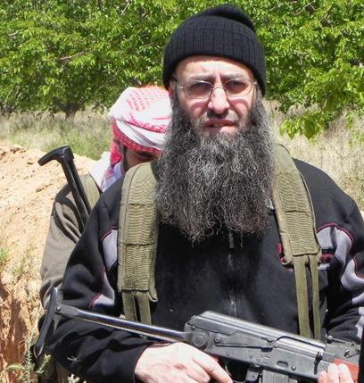 אל-אסיר, לטענתו התמונה צולמה לצד המורדים בסוריה (צילום: AFP, Sheikh Ahmad al-Assir office) (צילום: AFP, Sheikh Ahmad al-Assir office)