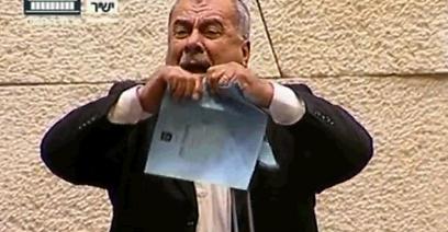 """וגם ח""""כ ברכה מצטרף למחאה (צילום: באדיבות ערוץ הכנסת) (צילום: באדיבות ערוץ הכנסת)"""