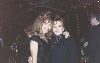"""ג'ן גריסנטי (משמאל) בימי """"90210"""" (צילום: יח""""צ)"""